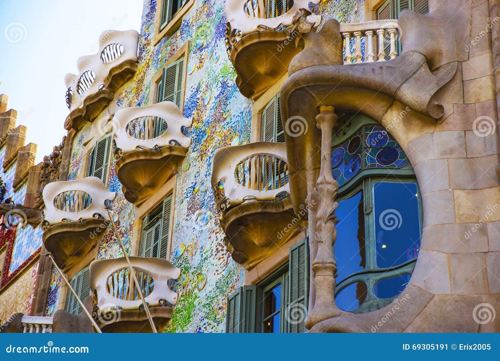 Frammento dell 39 edificio di batllo della casa a barcellona for Costo della costruzione dell edificio
