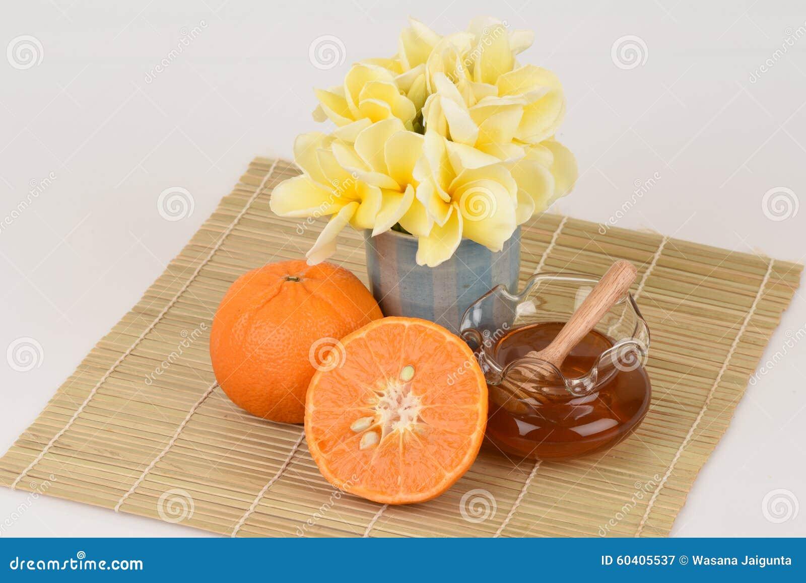 Framsidamaskering med apelsinen och honung