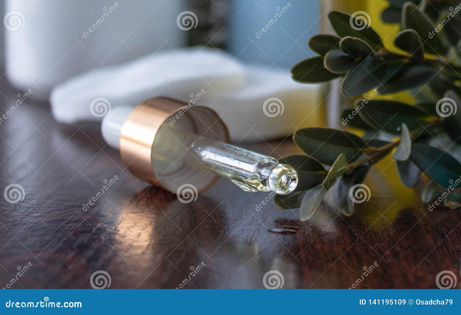 Framsidaolja dryper från pipetten