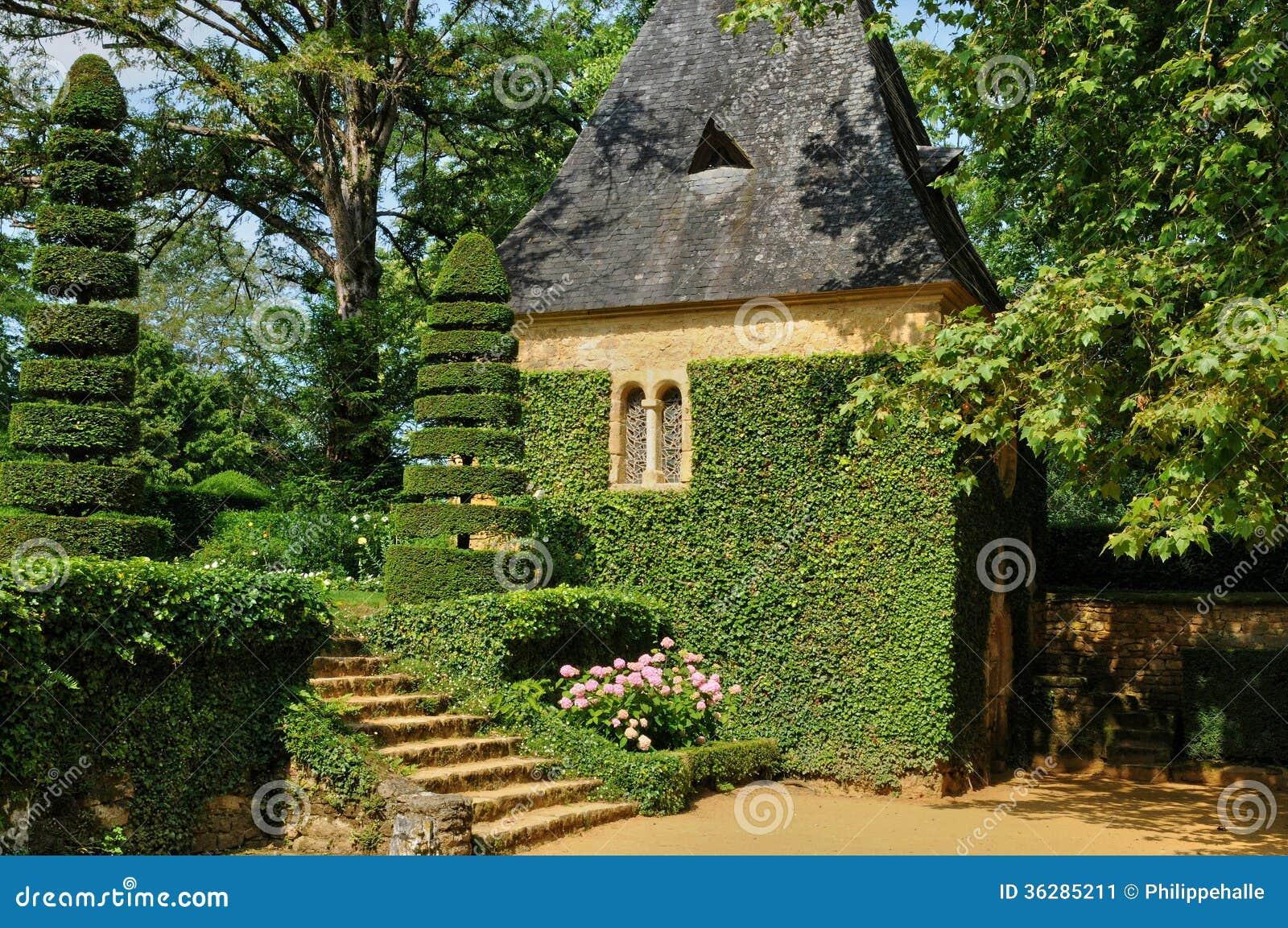 Fran a jardins pitoresco du manoir d eyrignac em dordogne imagem de stock imagem de france - Jardins du manoir d eyrignac ...