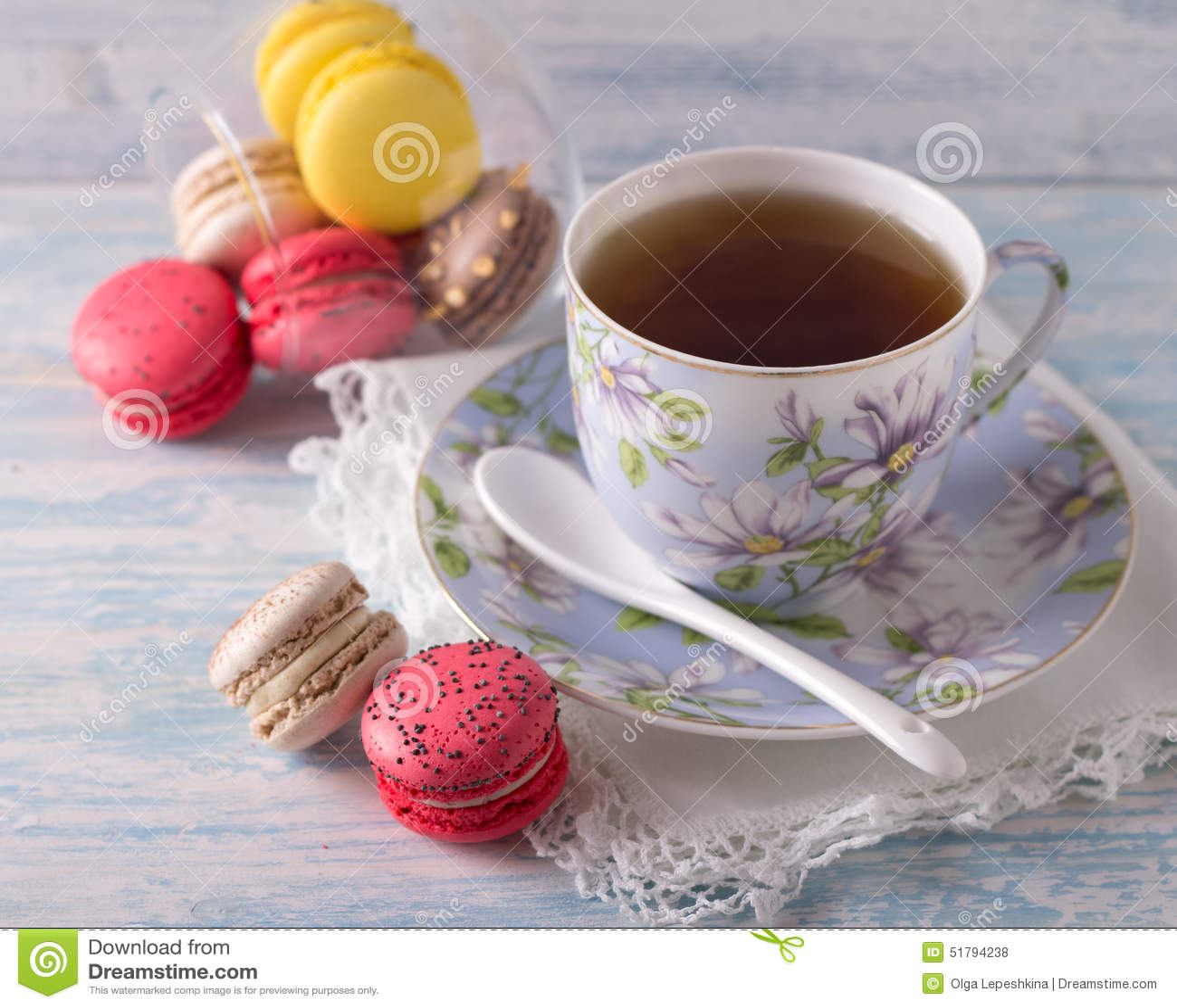 fran ais macarons avec la tasse de th photo stock image du couleur france 51794238. Black Bedroom Furniture Sets. Home Design Ideas