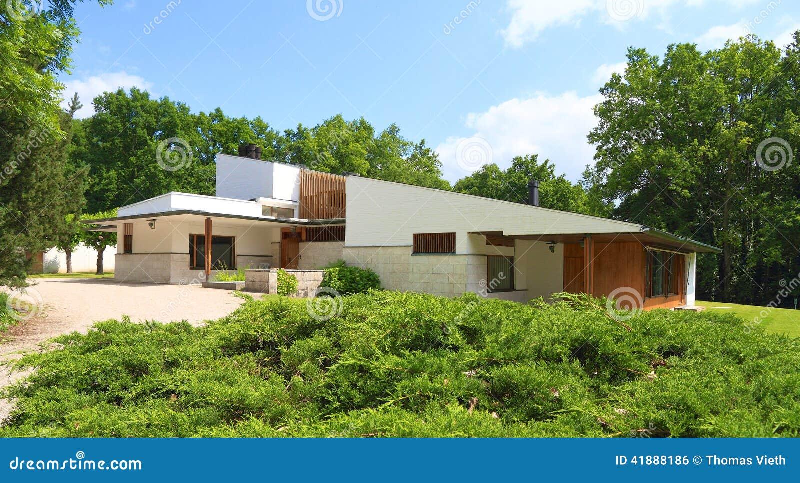 France architecture alvar aalto maison louis carre for Alvar aalto maison