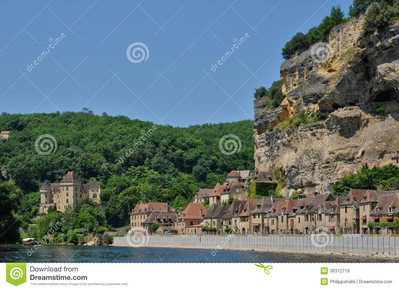France the picturesque village of la roque gageac and dordogne river