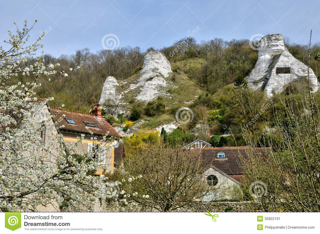 France the village of haute isle in val d oise stock for Haute isle 95