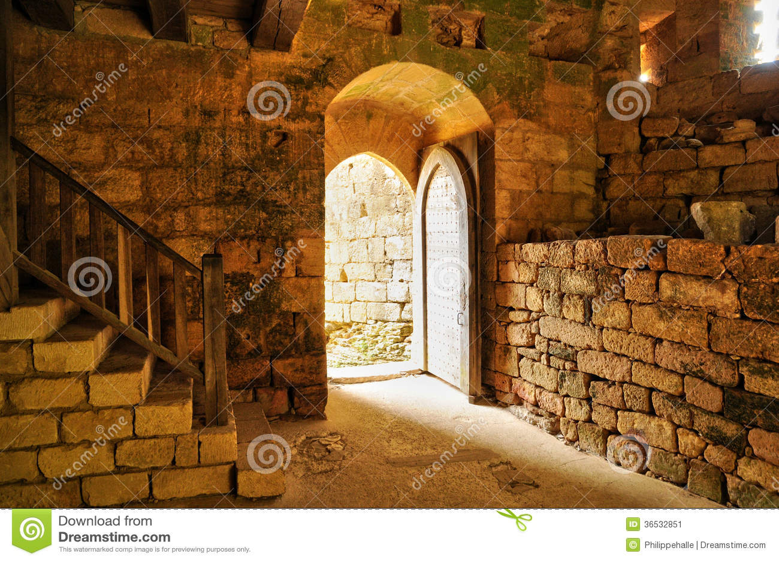 Frances, château pittoresque de Commarque dans Dordogne