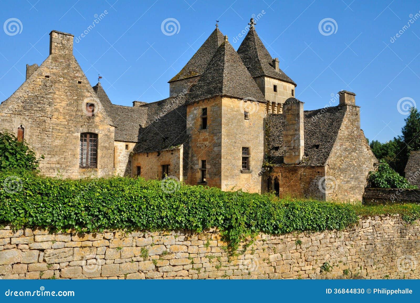 Frances, château pittoresque des Genies de saint dans Dordogne