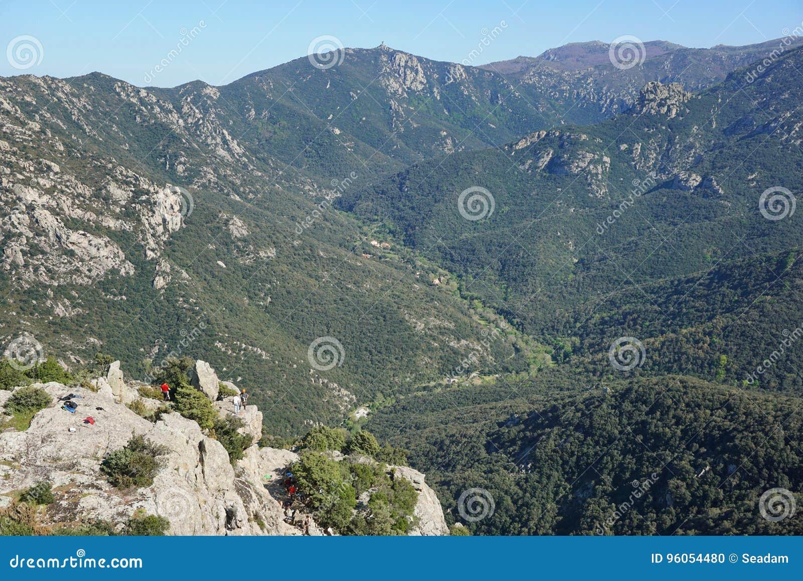 Frances de Lavail de vallée de paysage de Pyrénées Orientales