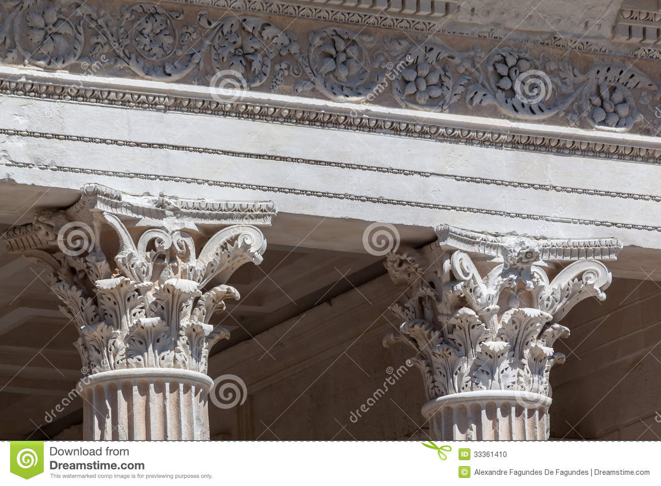 Frances de maison carree n mes photo stock image 33361410 for Maison de la literie nimes