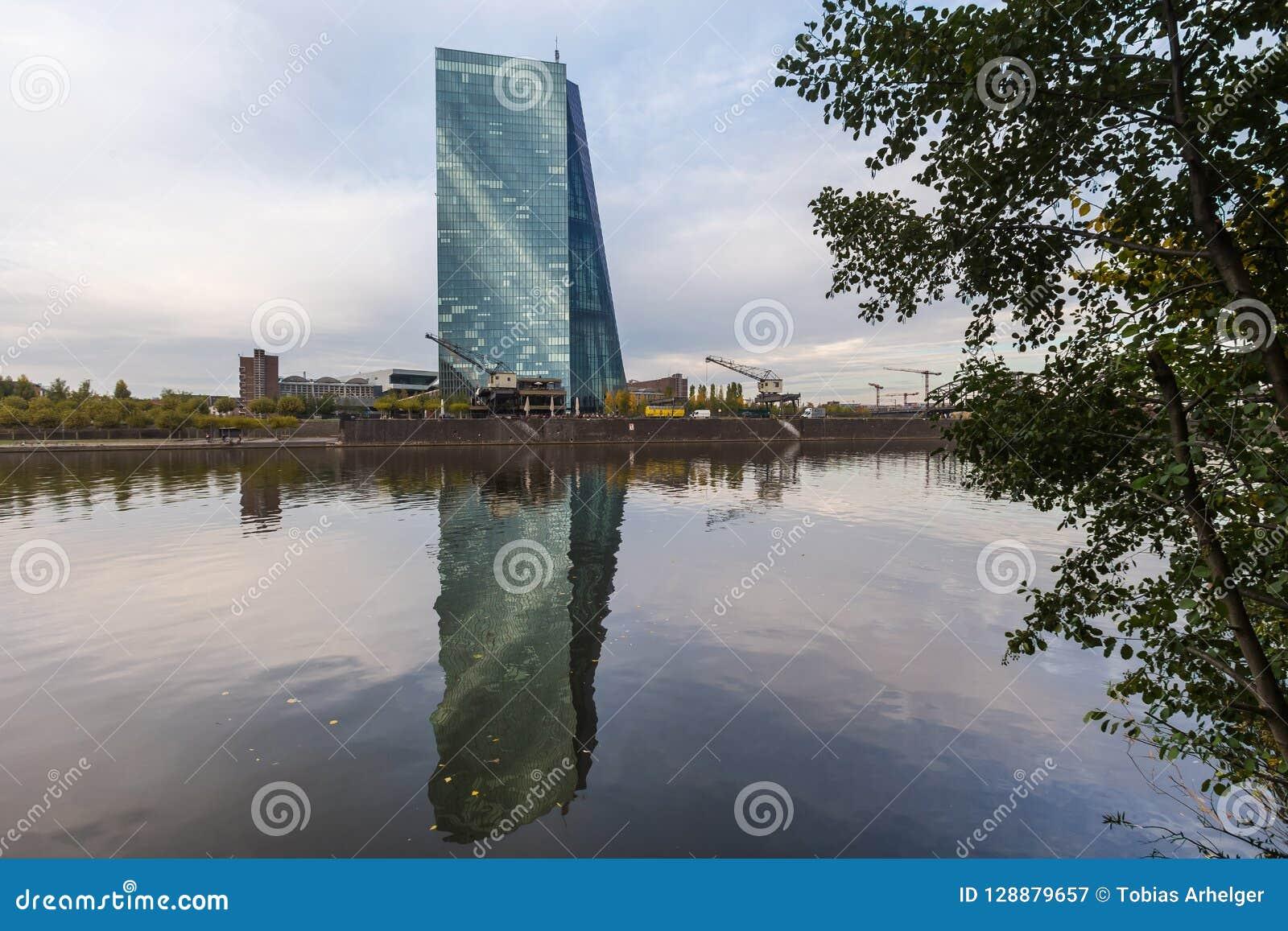 Francfort, Hesse/Alemania - 11 10 18: edificio de Banco Central Europeo en Francfort Alemania