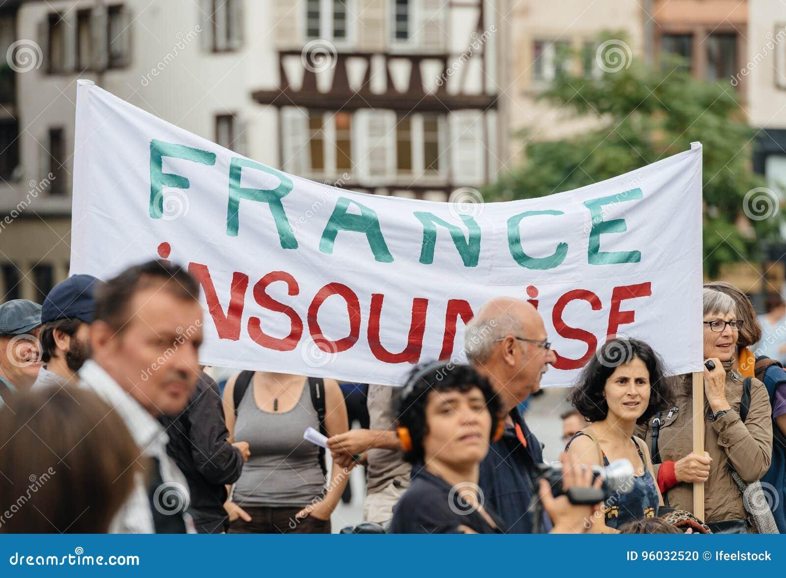 Francja insoumise plakat przy protestem przeciw Macron