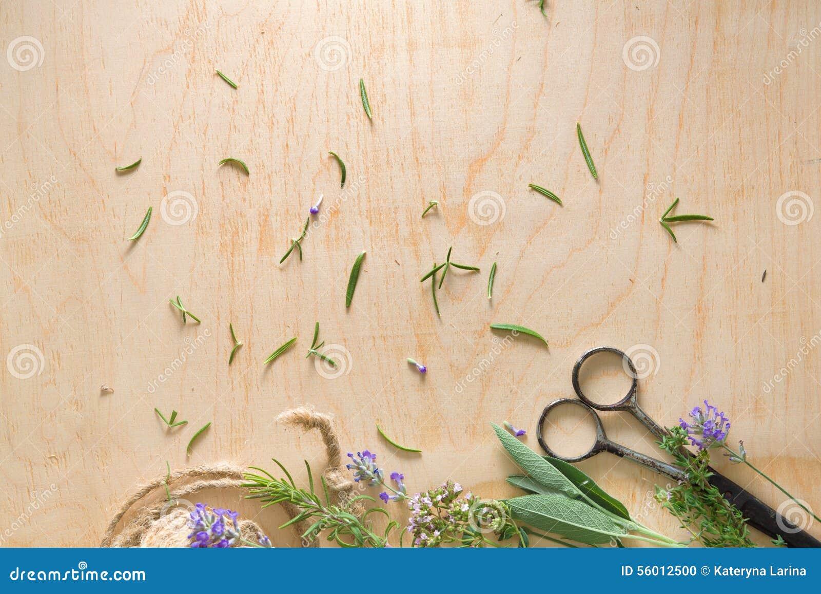 Francuscy ziele na drewnie