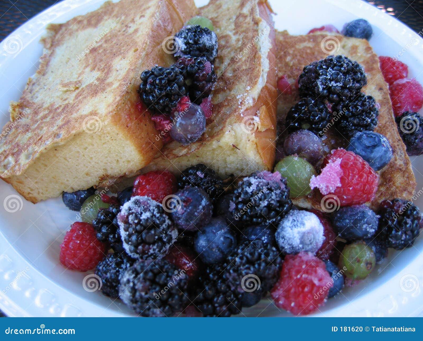 Francuska toast świeże owoce