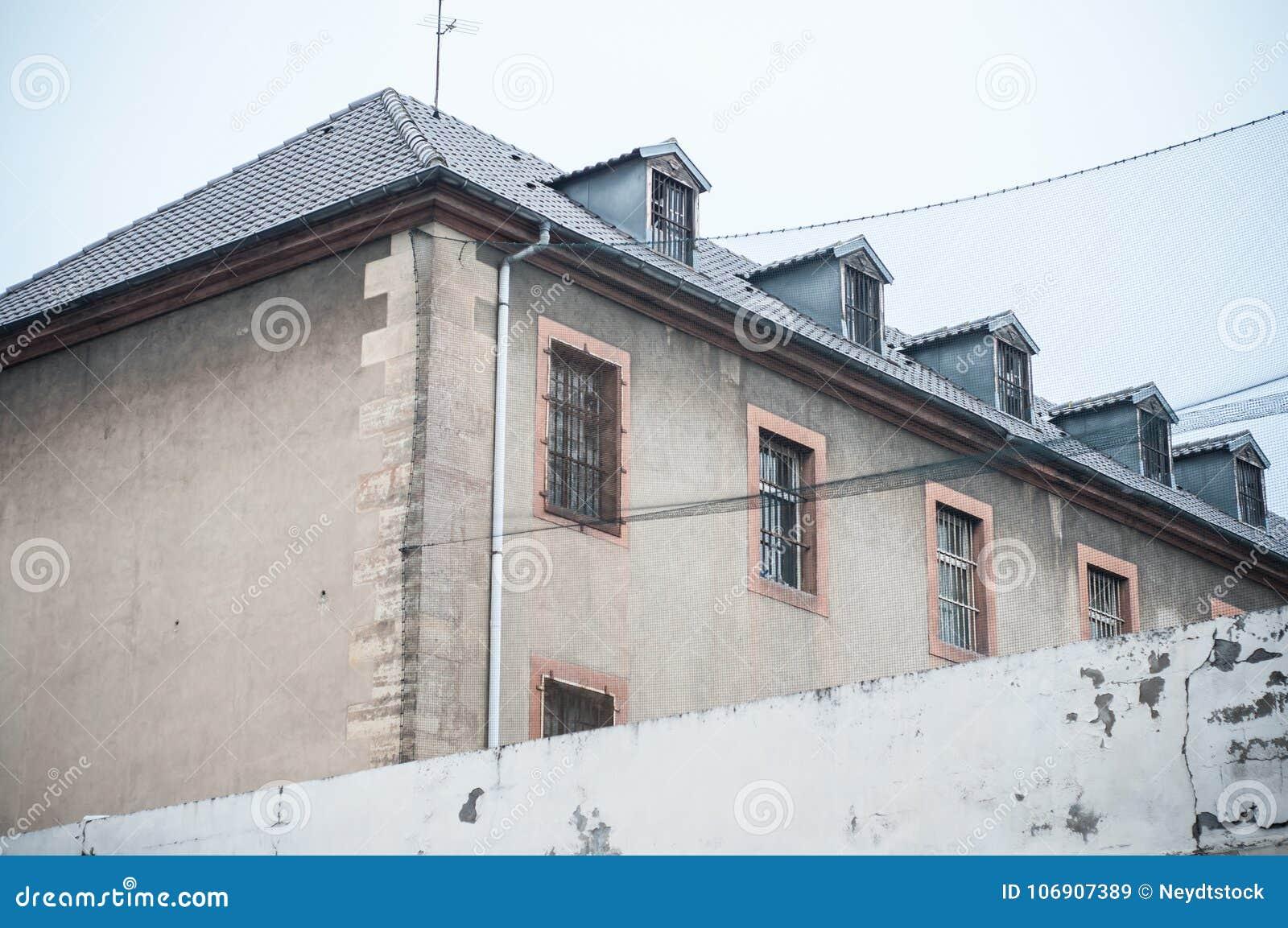 Francuski antyczny więzienie w Mulhouse, Francja -