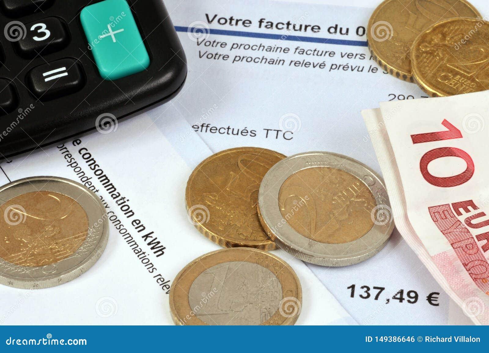 Francuz faktura z euro banknotami i monetami
