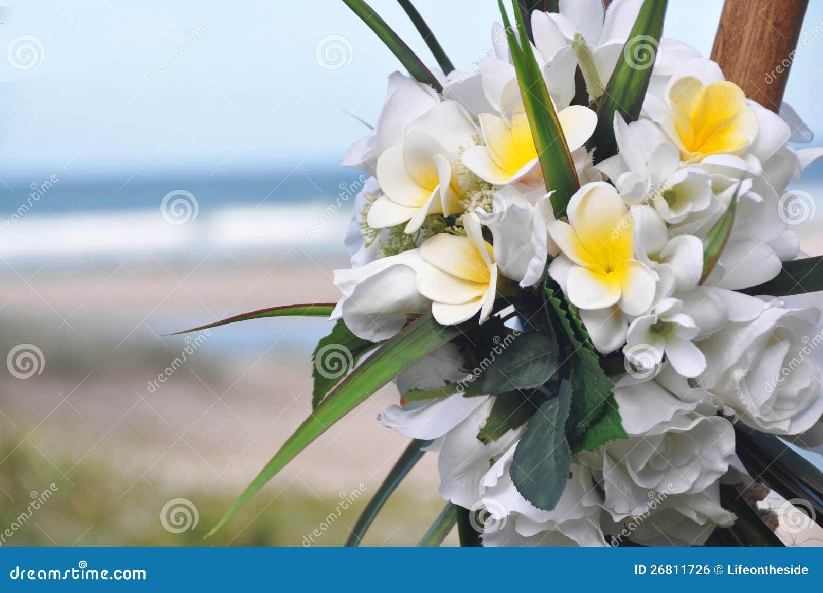Frangipani & Różany Panny młodej Bukiet Pączki przy Plażą