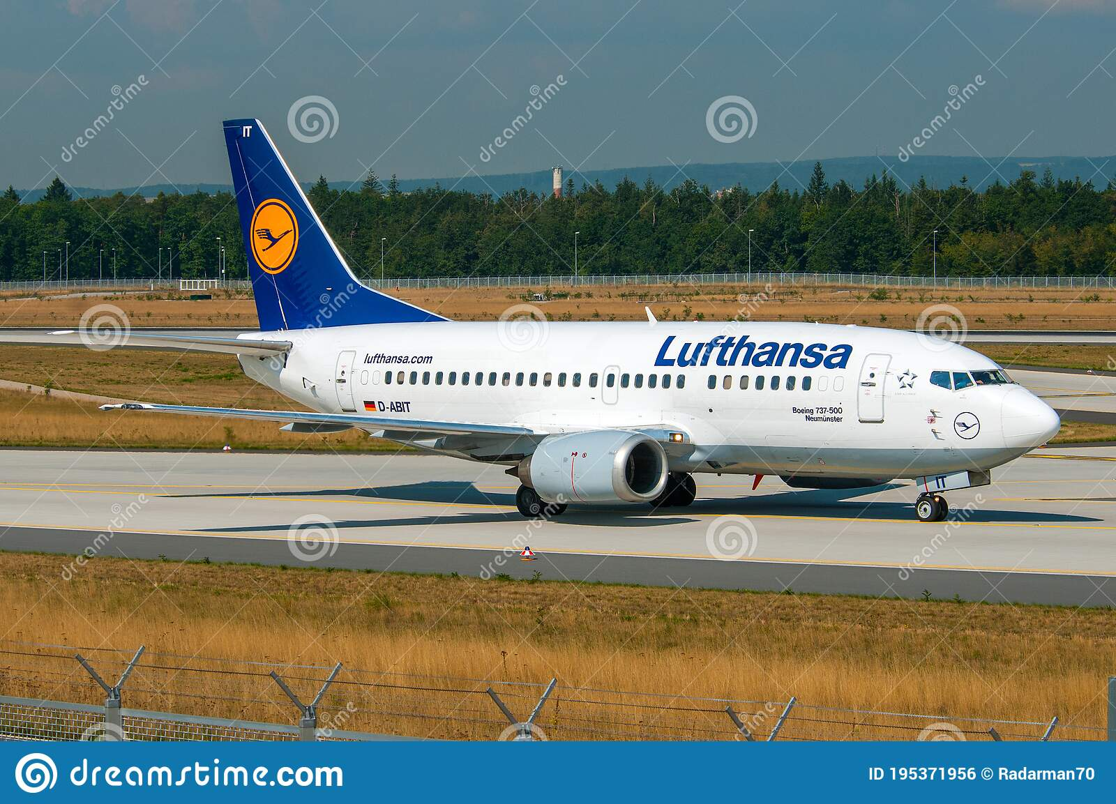 Lufthansa Boeing 737 500 Editorial Photo Image Of Lufthansa 195371956