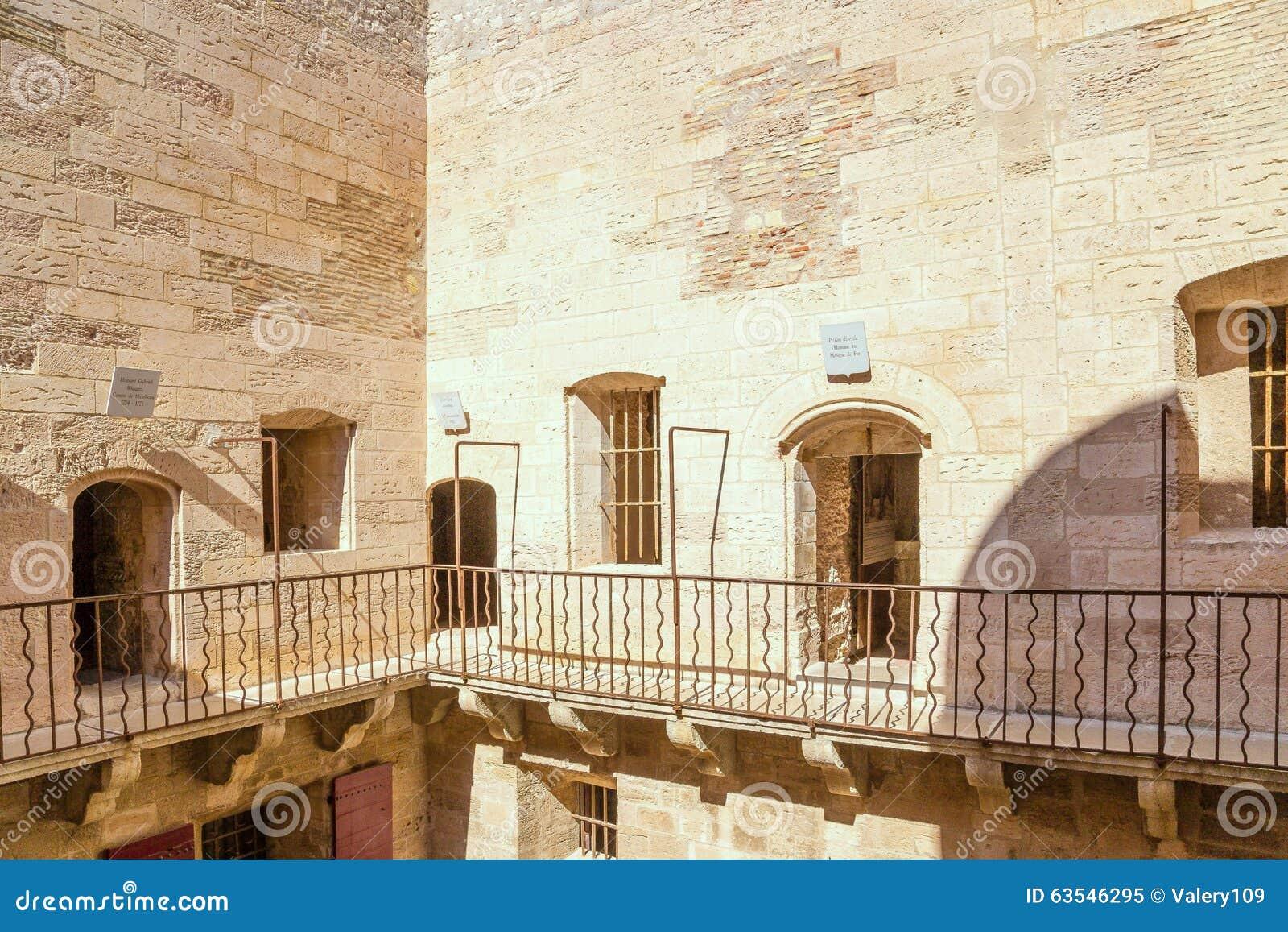 Frankreich Der Gefängnishof und die Nummernschildgefangenen am Eingang zur Kammer das Chateau d If