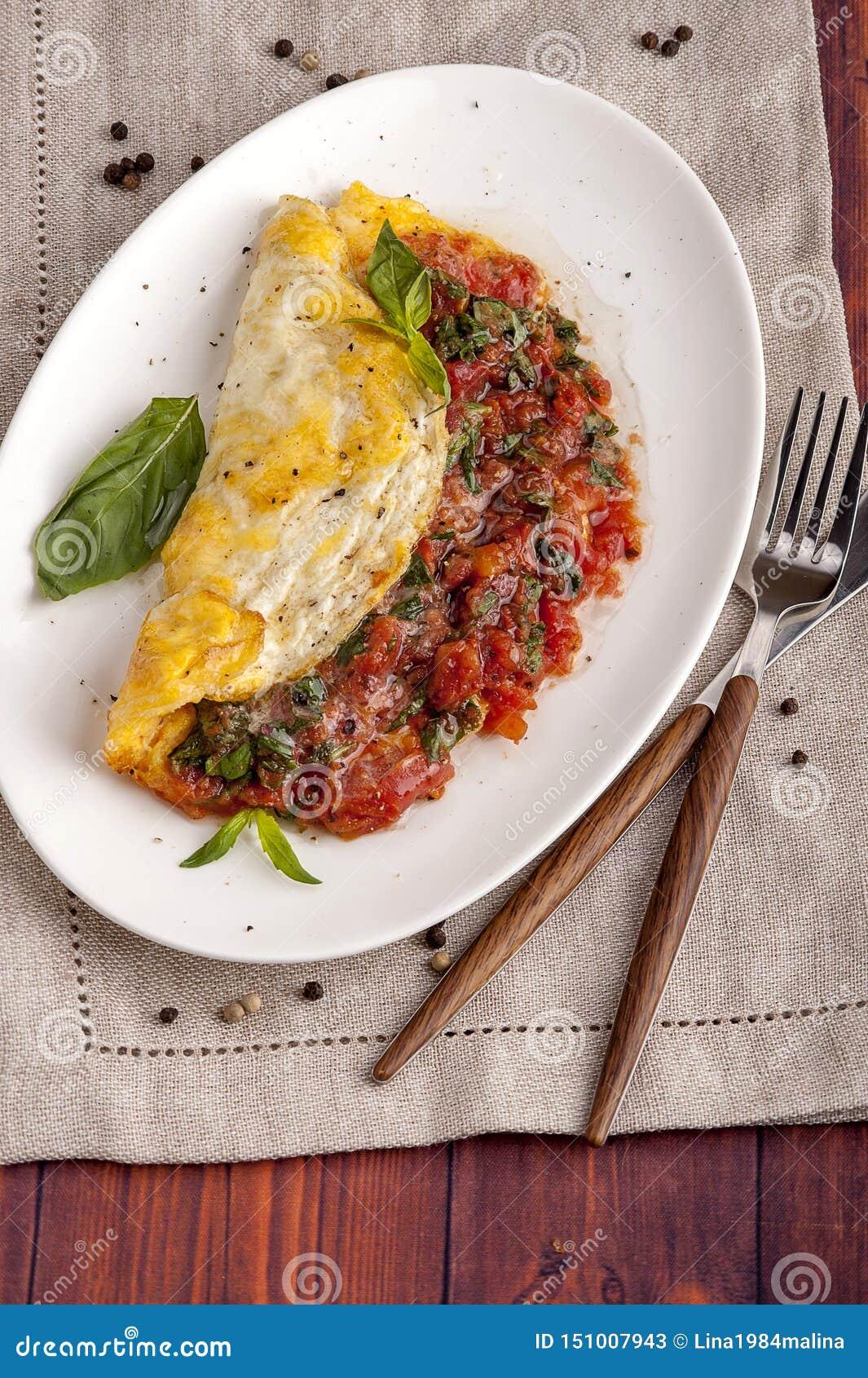 Franse omelet met tomaten