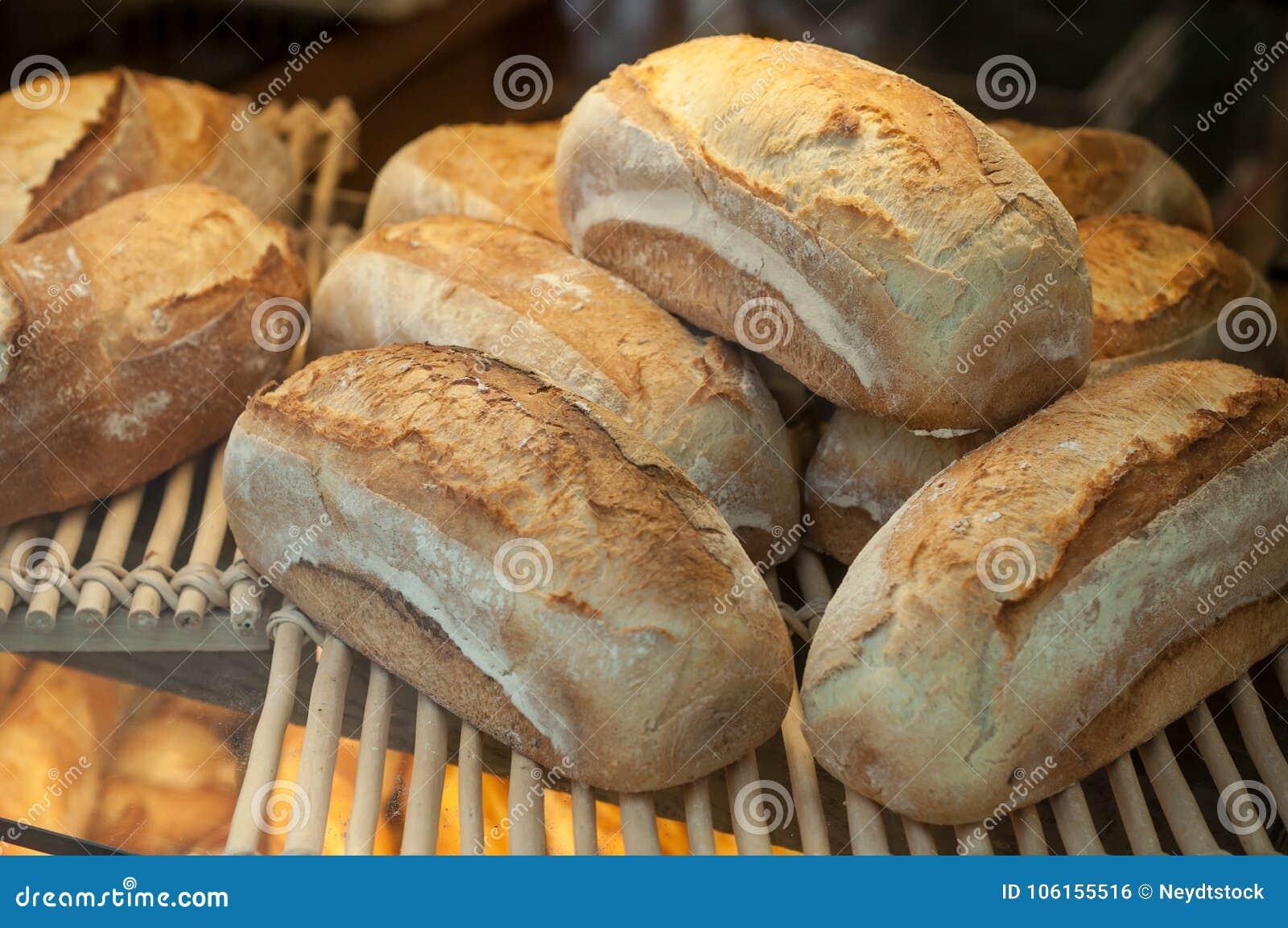 Franska traditionella bröd i bageri