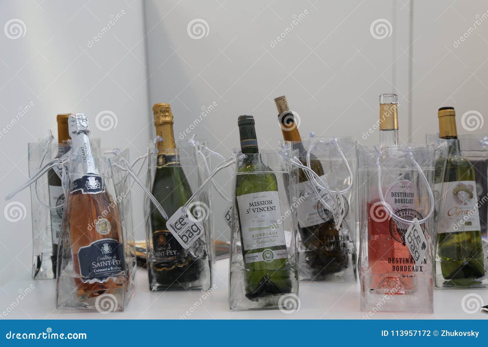 Französische Weine Auf Anzeige Bei Vinexpo New York In Javits ...