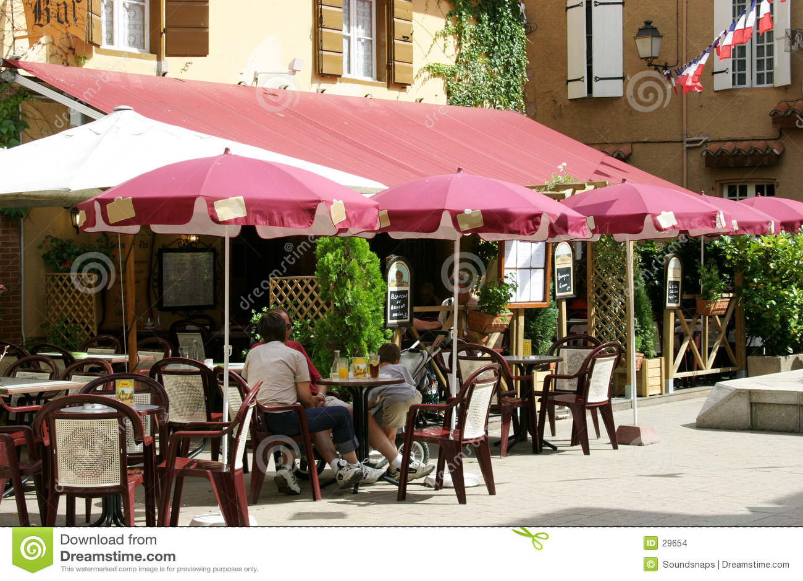 Französischer Kaffee in der Sonne