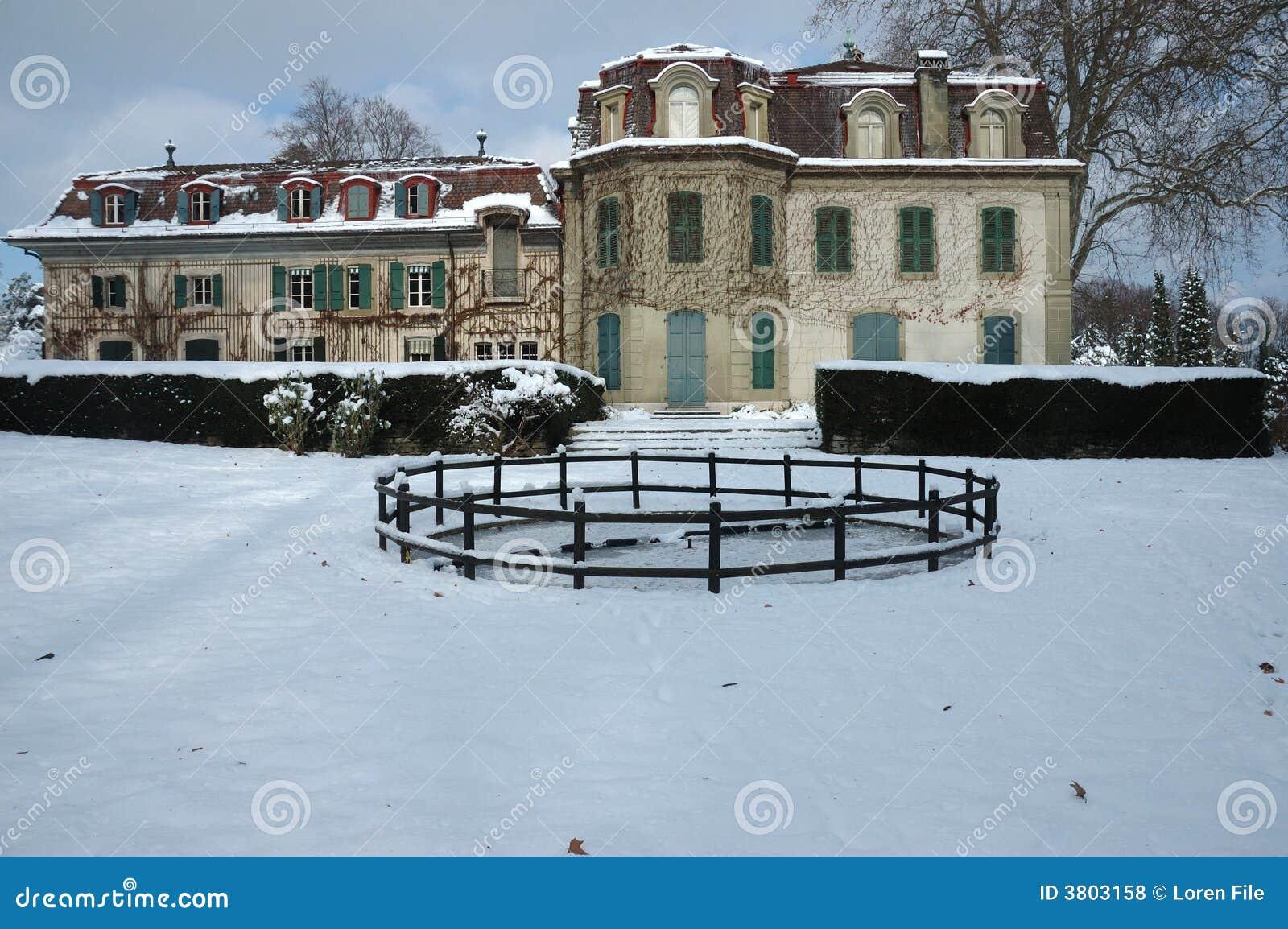 franz sisches landhaus im winter lizenzfreie stockfotos bild 3803158. Black Bedroom Furniture Sets. Home Design Ideas