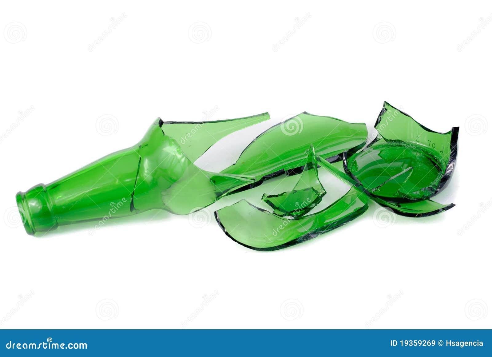 Frasco de cerveja verde quebrado