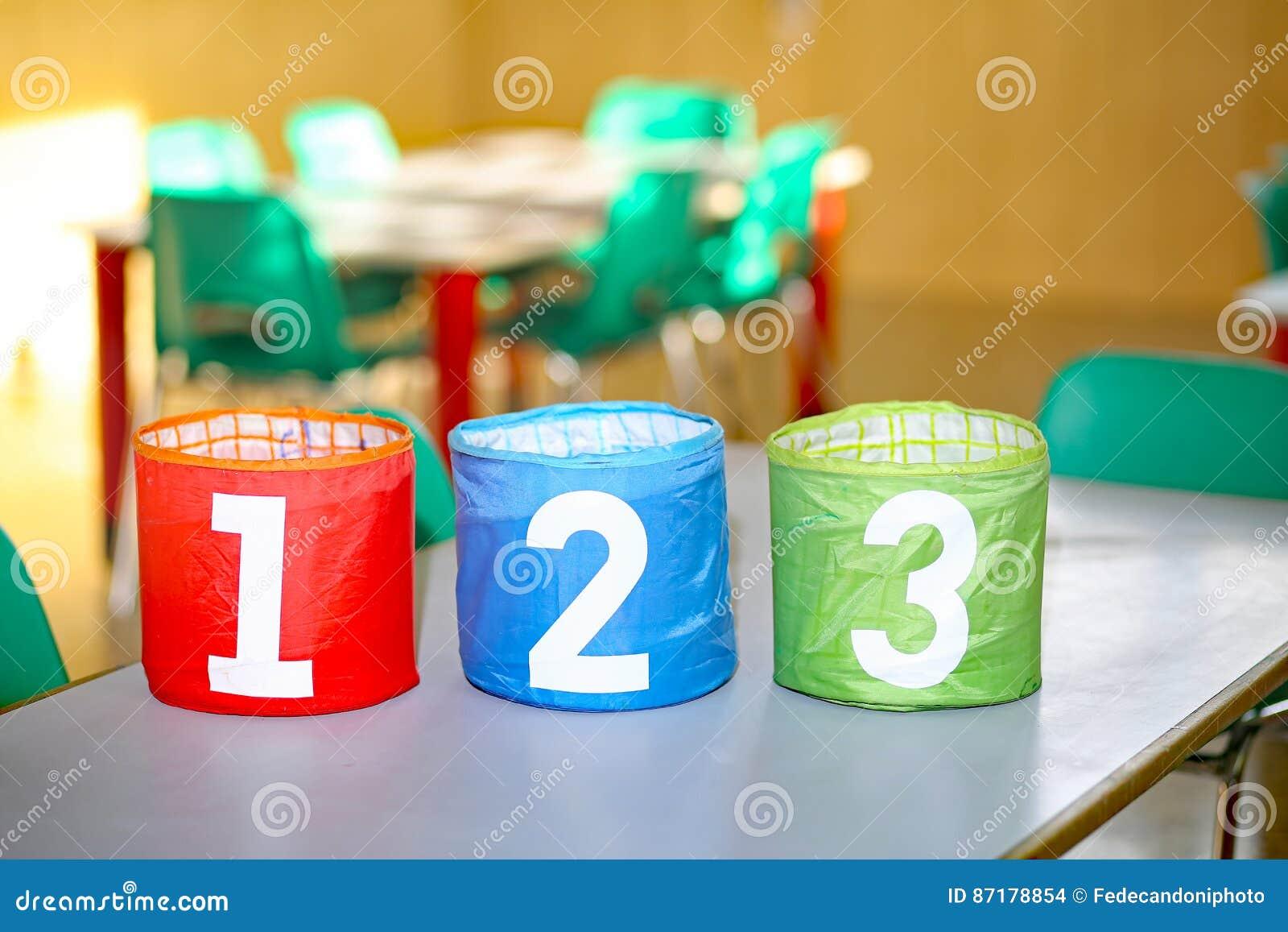 Frascos Coloridos Com Um Dois E Três Números Foto De Stock Imagem