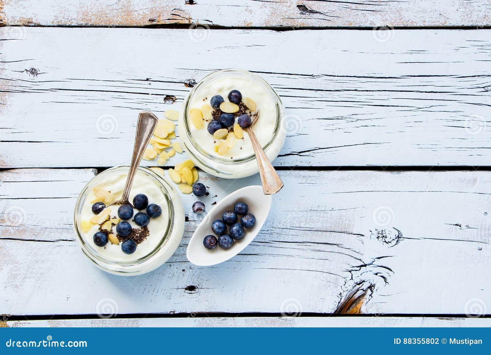 Frascos de pedreiro do iogurte