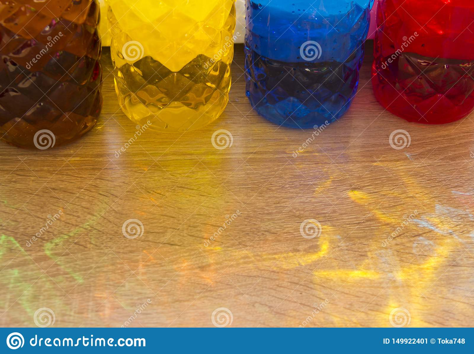 Frascos pl?sticos coloridos