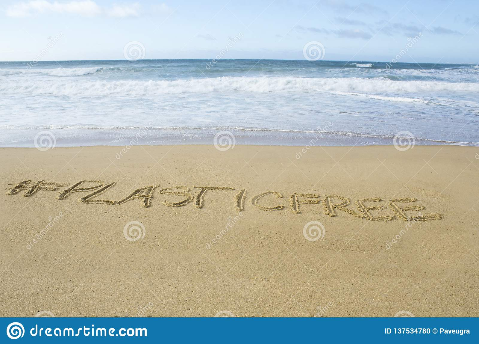 Frase Del Plasticfree En La Playa Foto De Archivo Imagen