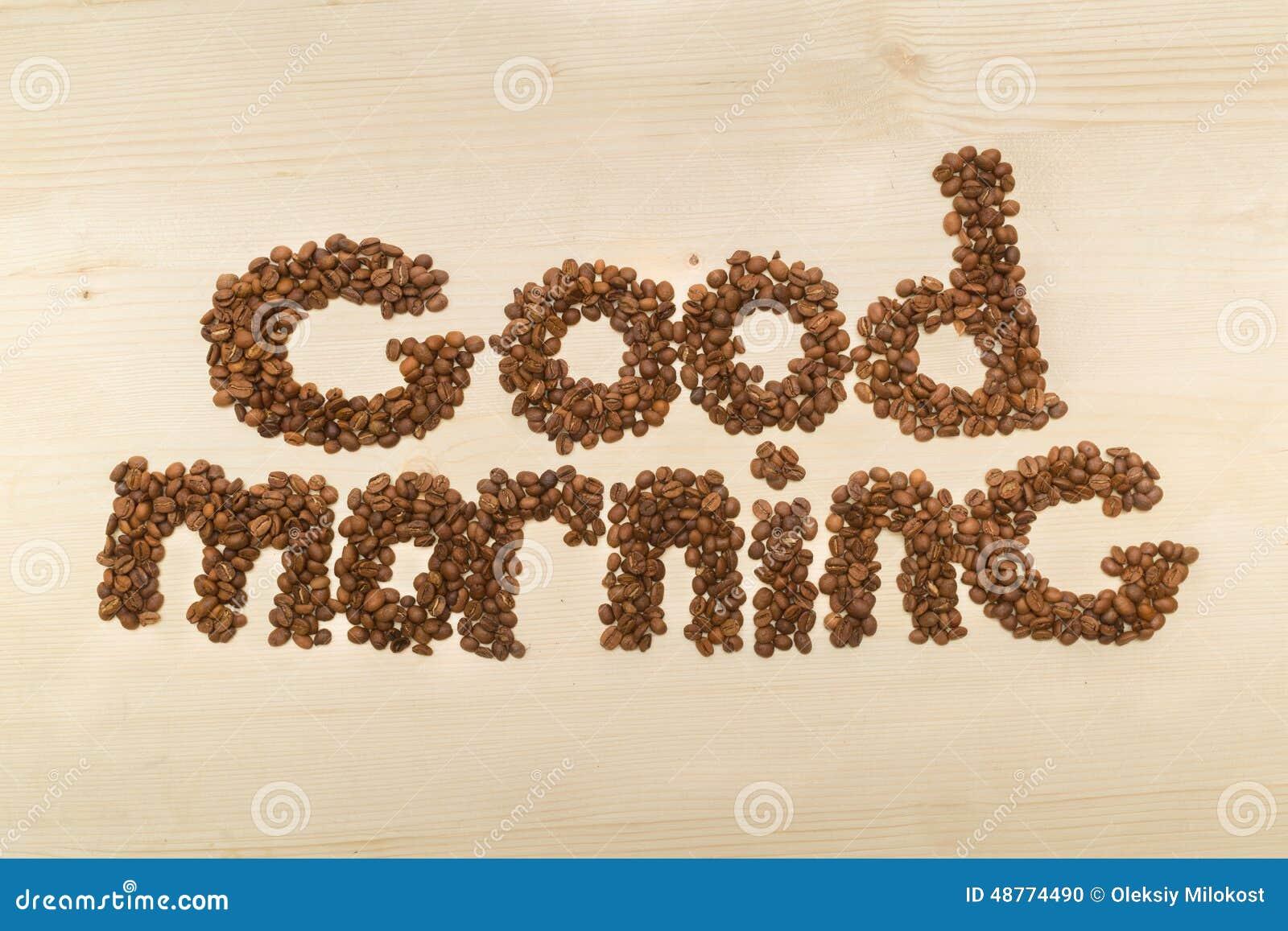 Fraseie o bom dia feito com feijões de café em uma opinião de tampo da mesa