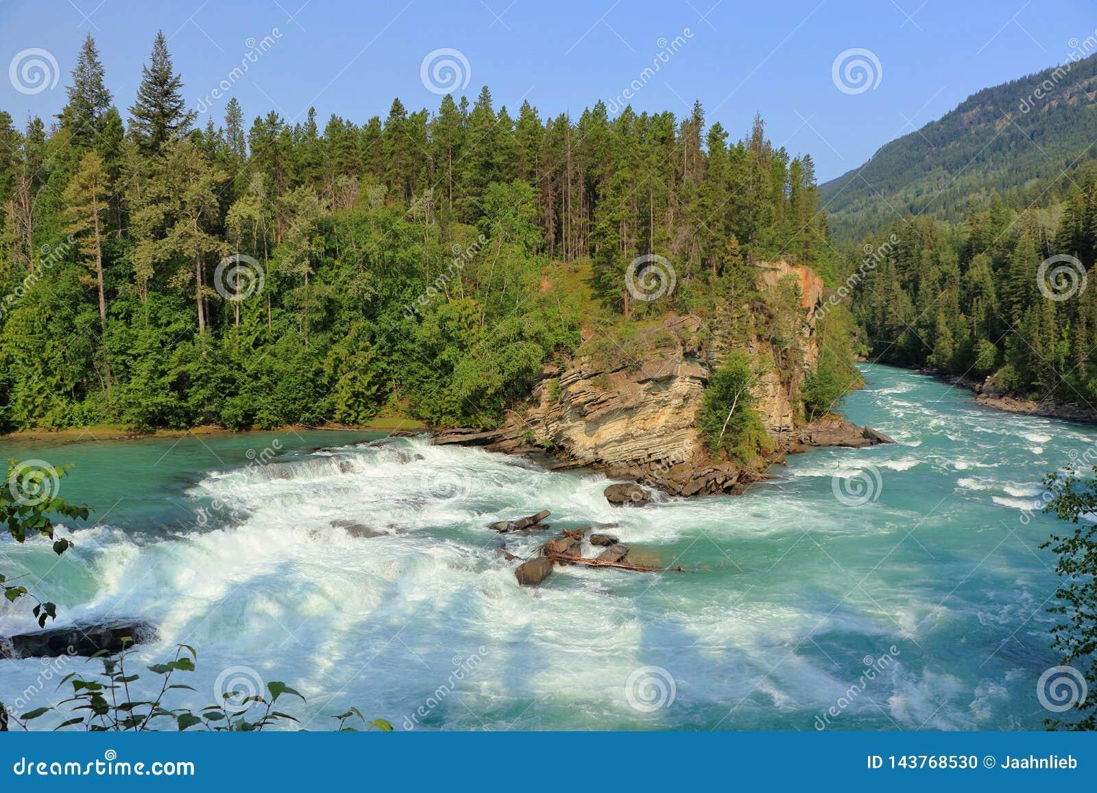 Fraser River die over Achterhoededalingen meeslepen, zet Robson Provincial Park, Brits Colombia op