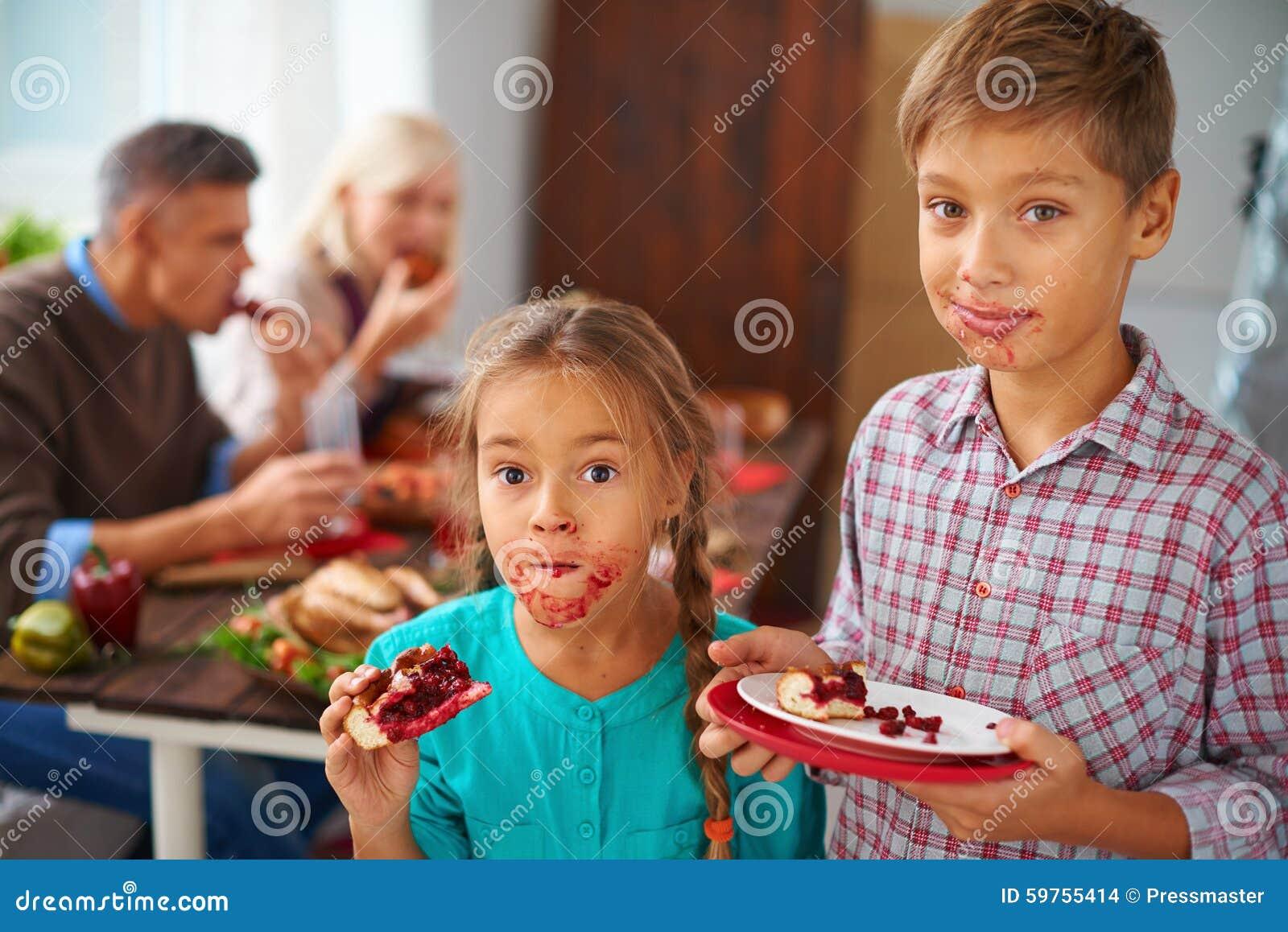 Download Fratelli Germani Divertenti Fotografia Stock - Immagine di casalingo, evento: 59755414