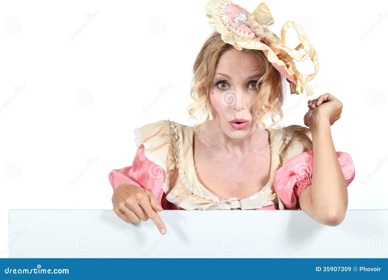 Frau In Altmodischer Kleidung Stockbild - Bild von phantasie, stehen ...