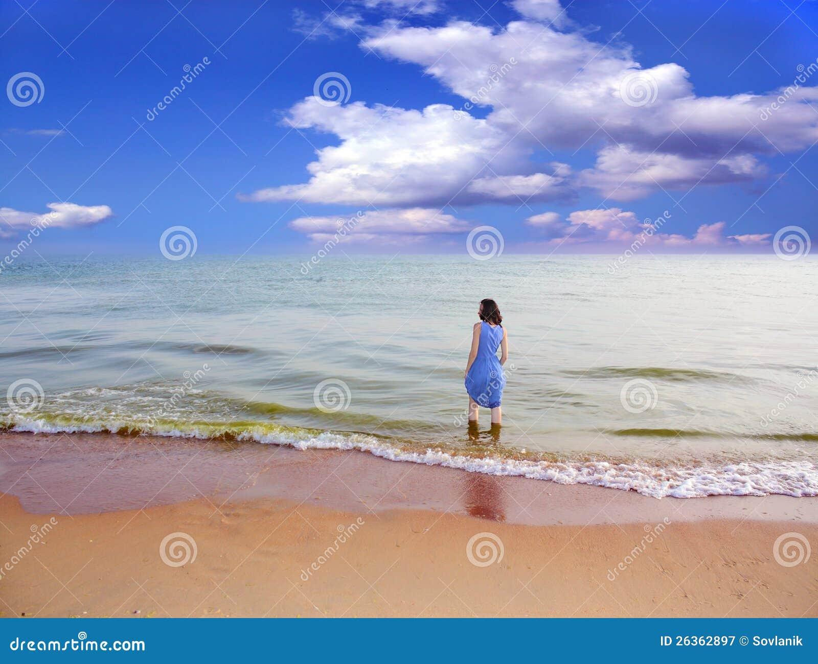Frau auf dem Strand.