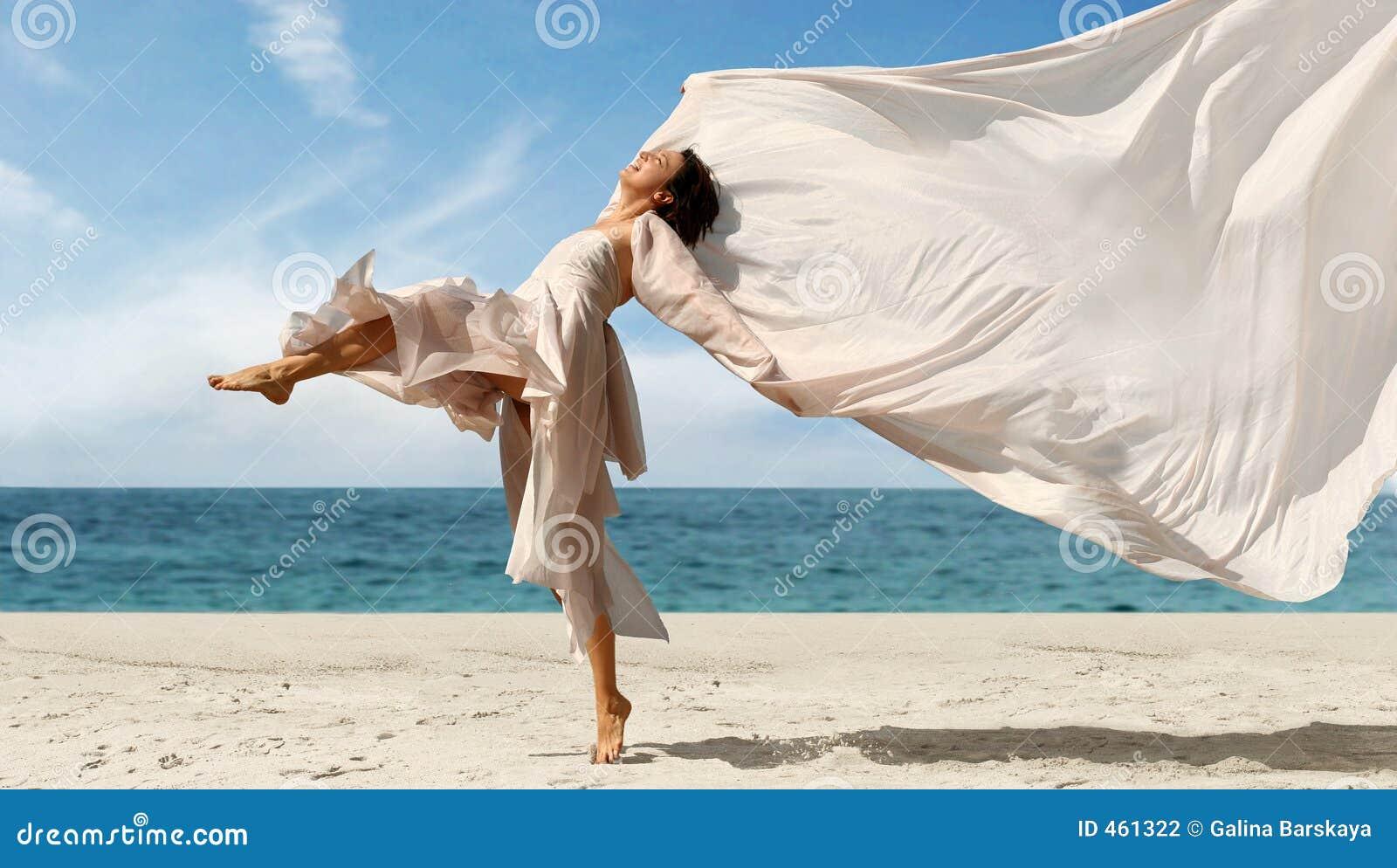 Frau auf dem Strand