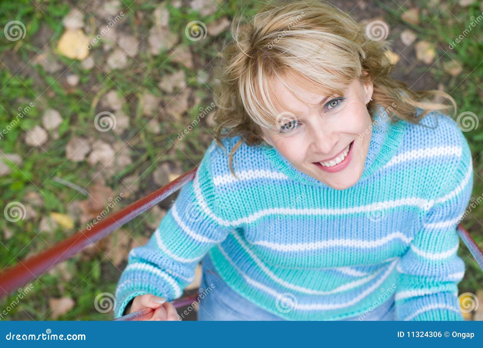Frau auf einem Schwingen