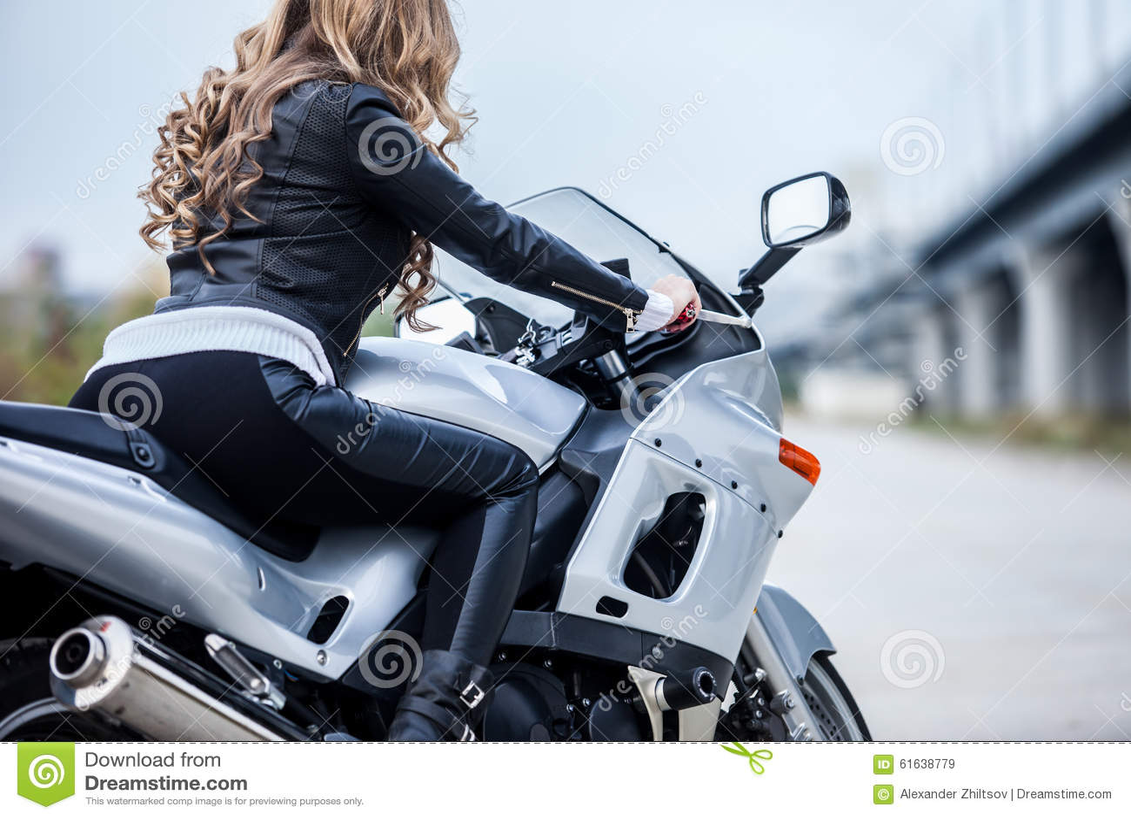 Auf motorrad frau BILD Logo