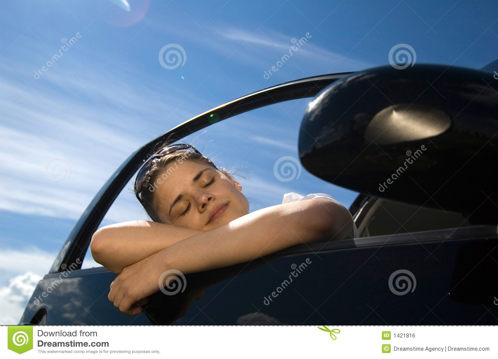 Frau in Auto 2