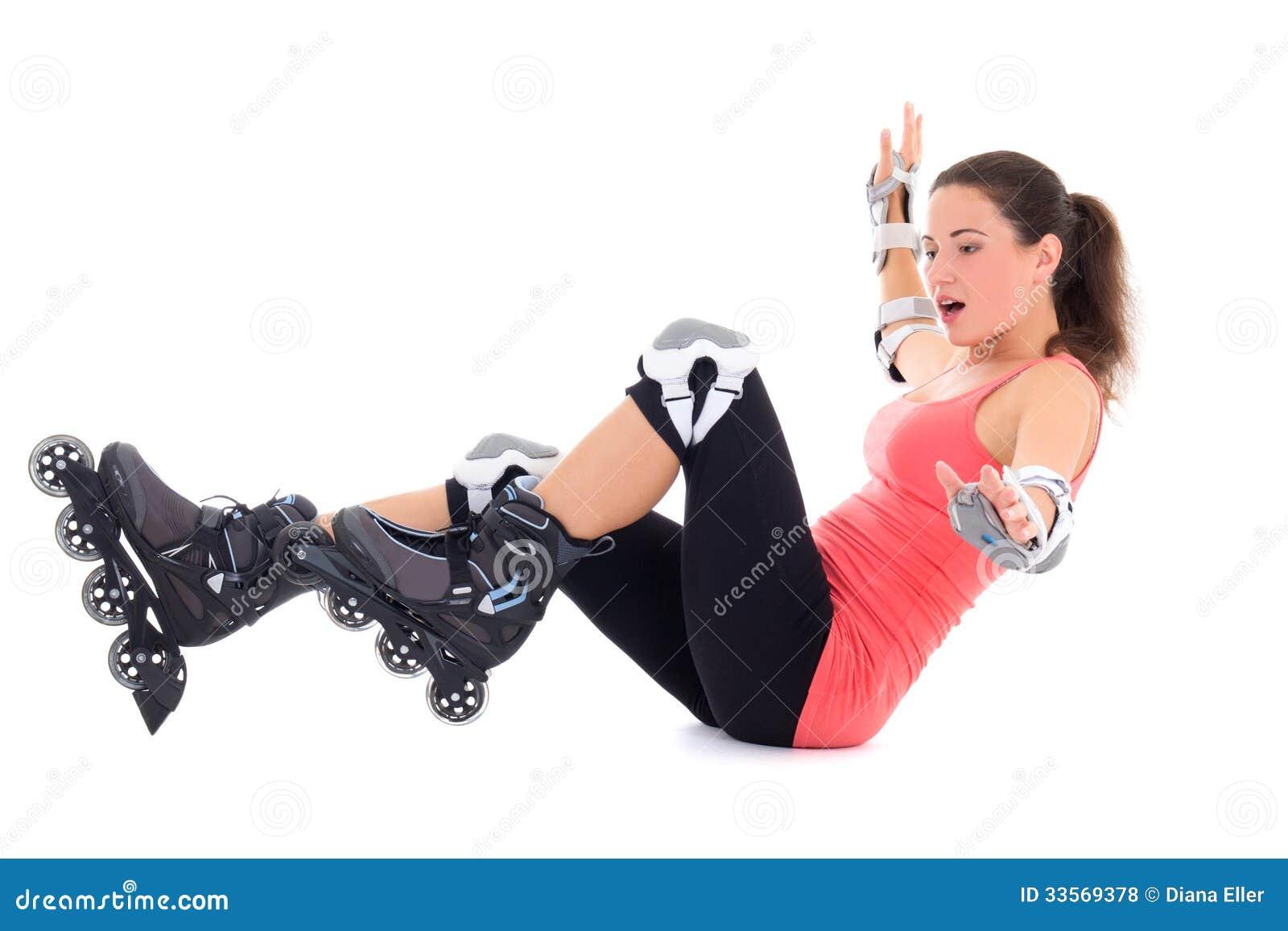 Frau beim Rollschuhfallen lokalisiert auf weißem Hintergrund