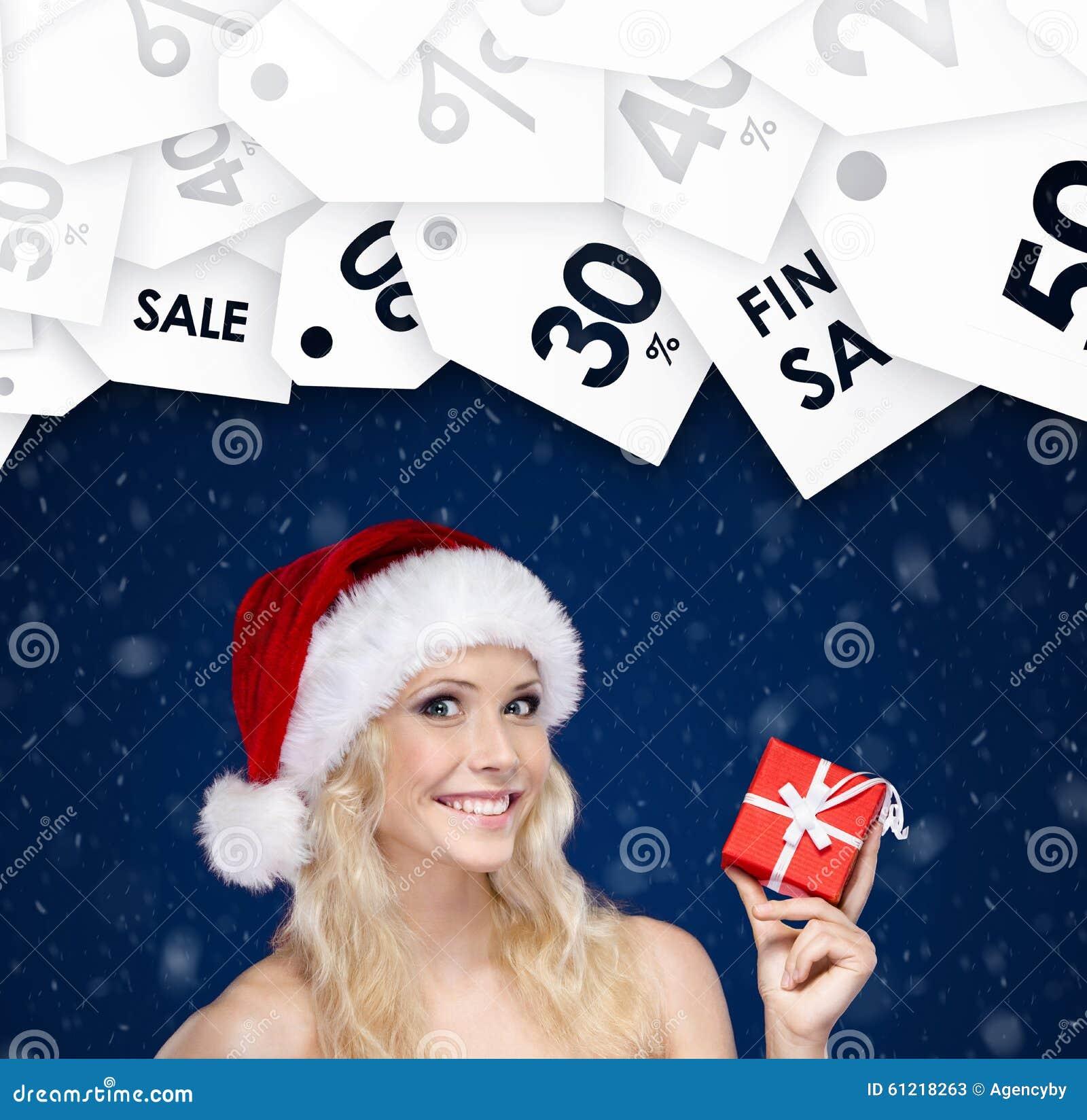 Frau in den Weihnachtsschutzkappenhänden vorhanden Jahreszeitverkäufe