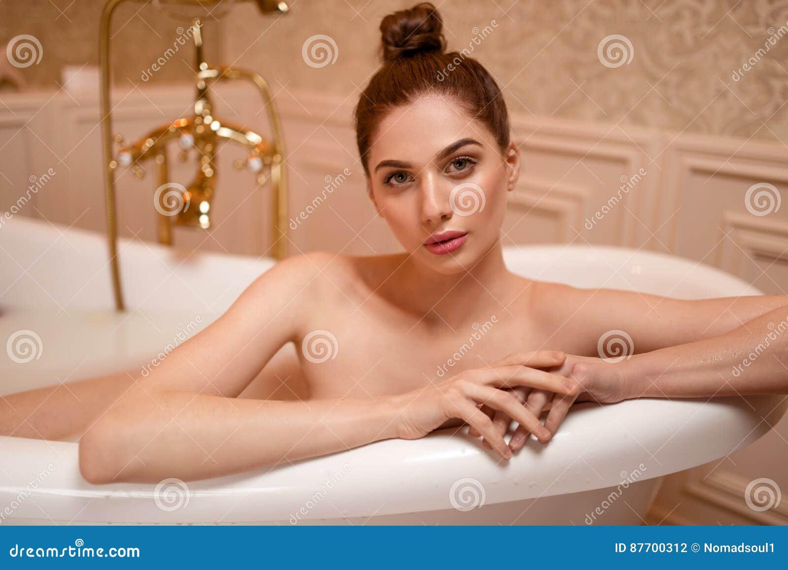 nackt in der badewanne