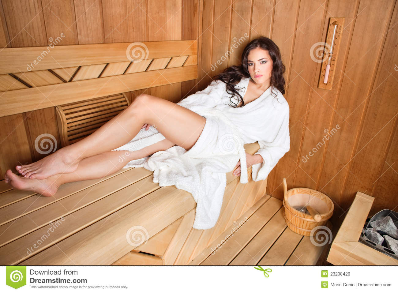 frau in der sauna stockfoto bild von temperatur sch n 23208420. Black Bedroom Furniture Sets. Home Design Ideas
