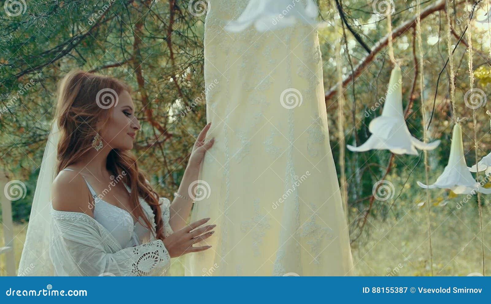 Fantastisch Wäsche Für Hochzeitskleid Galerie - Brautkleider Ideen ...