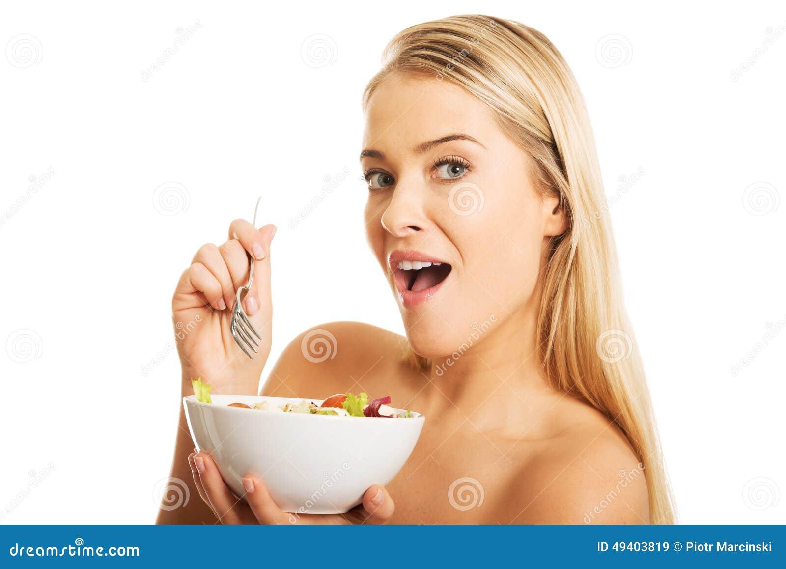 Download Frau, Die Eine Schüssel Mit Salat Anhält Stockbild - Bild von hintergrund, lebensstil: 49403819