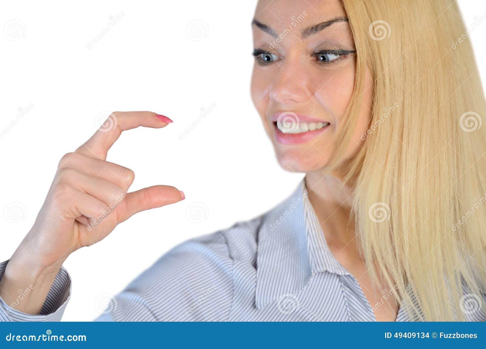 Download Frau, Die Etwas In Den Fingern Hält Stockfoto - Bild von hintergrund, lächeln: 49409134