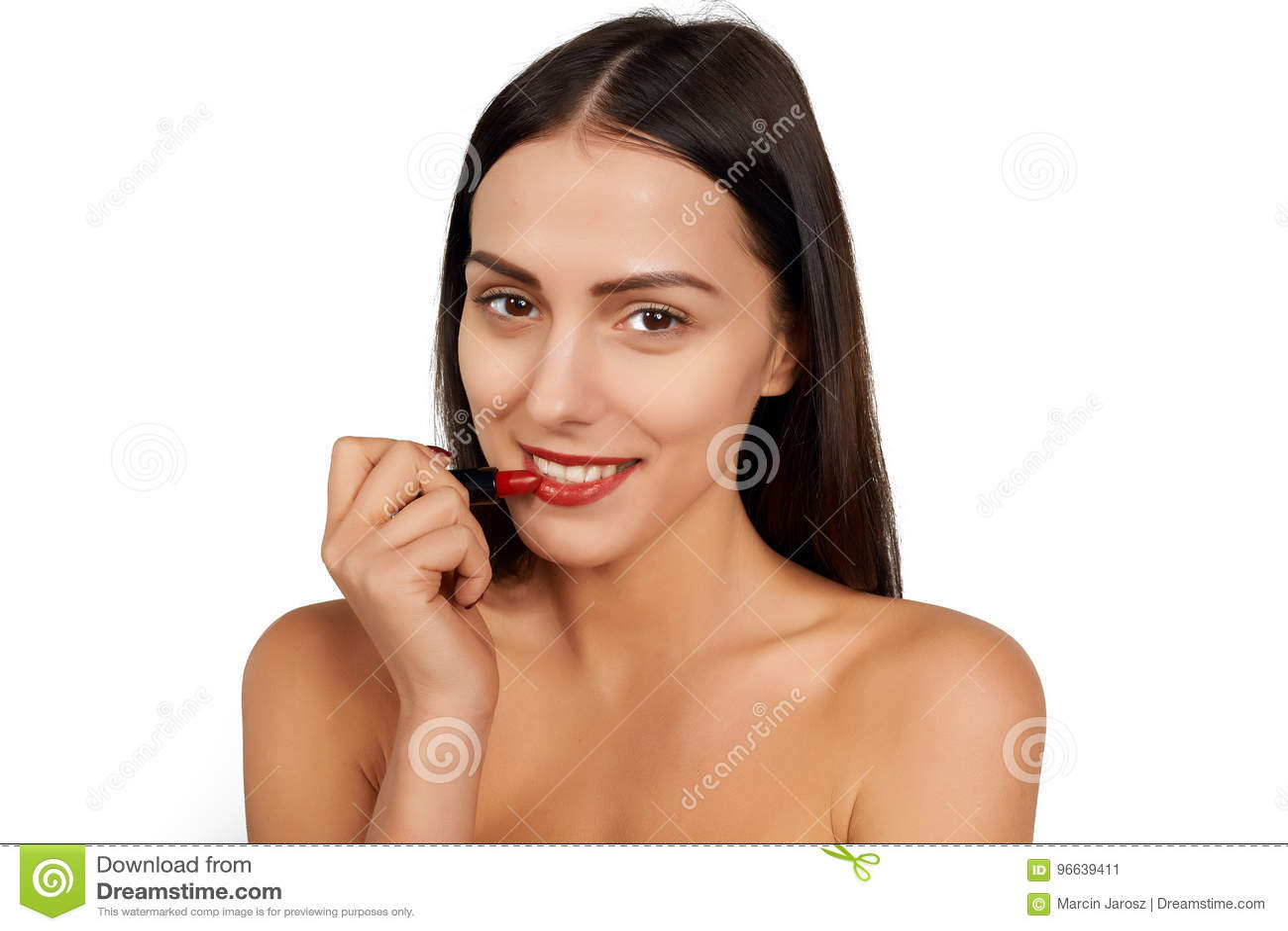 Frau, die Lippenstift anwendet