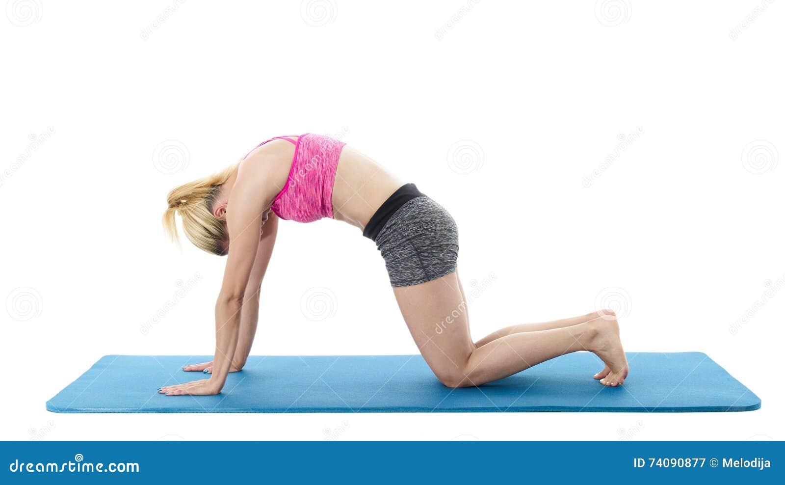 Frau Die Yoga Auf Boden Tut Stockbild Bild Von Kurzschlusse Pink