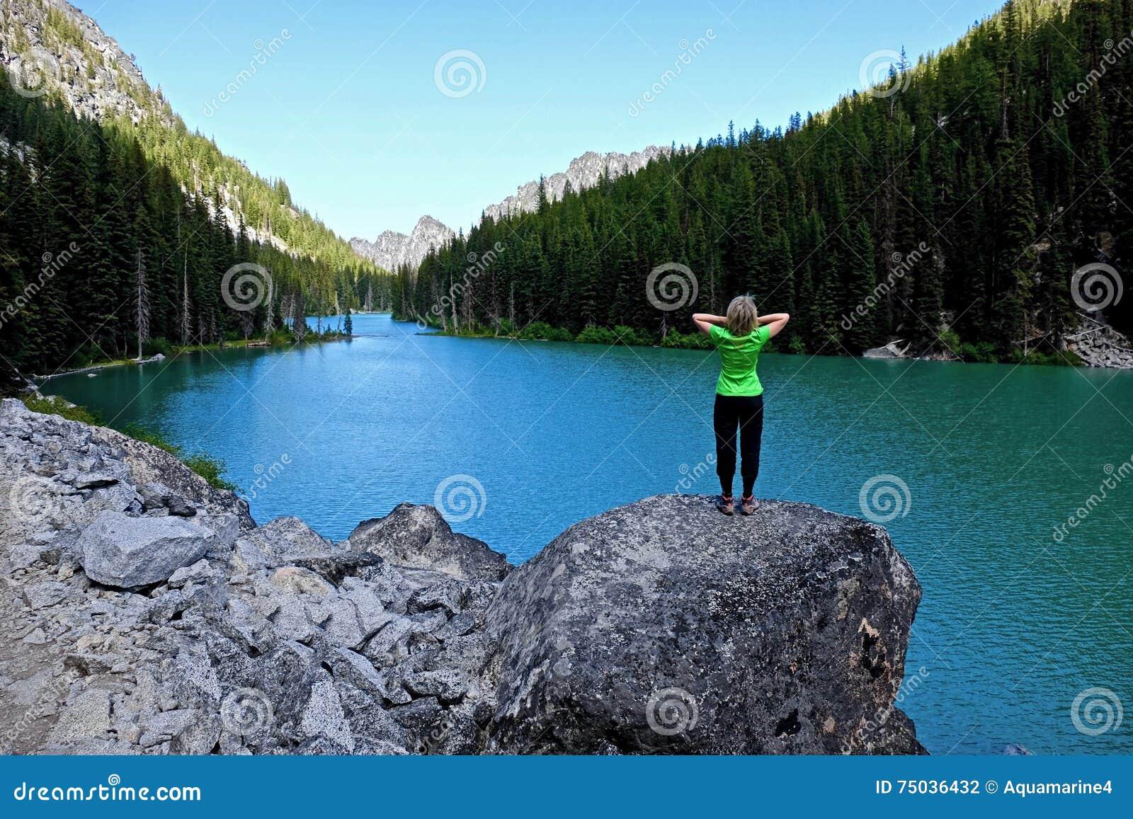 Frau durch See